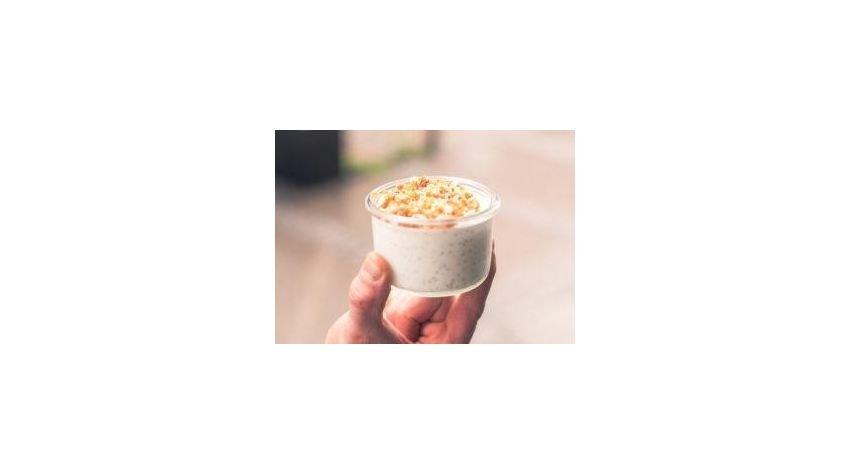 Kokosowy pudding chia z praliną orzechową