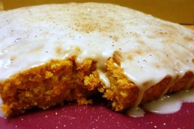 Egzotyczne ciasto marchewkowe z cynamonowym lukrem