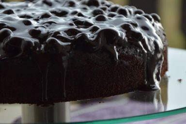 Bezglutenowe ciasto czekoladowe z gruszką i bananem