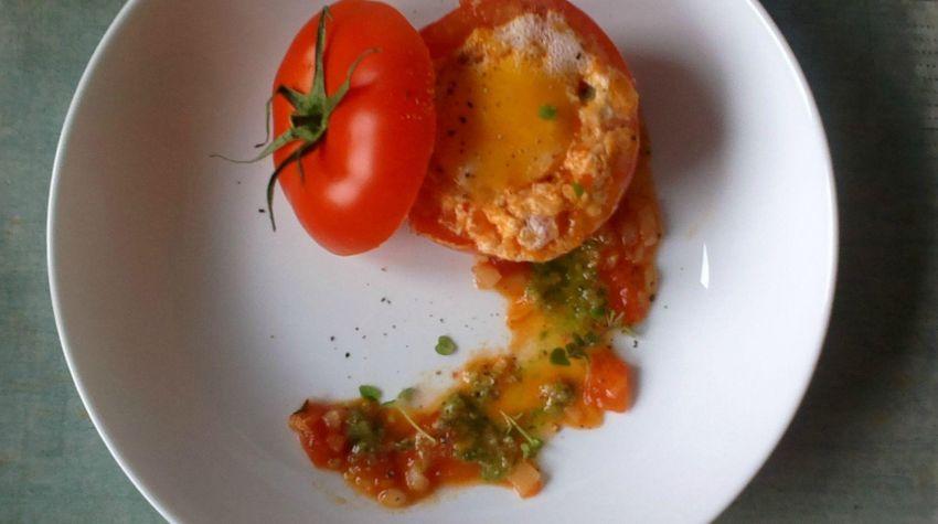 Jajko zapiekane w pomidorze