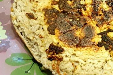 Niskokaloryczny omlet bananowy bez mąki i mleka z kakaową masą z serka homo