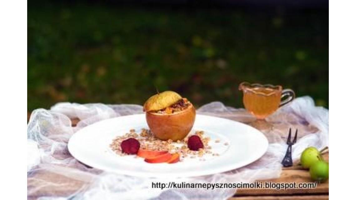 Jabłko pieczone z płatkami orkiszowymi