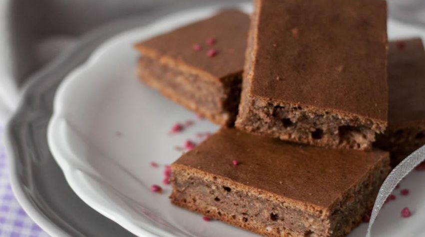 Fasolowe brownie budyniowe z orzechami i karobem na białkach (bez cukru)