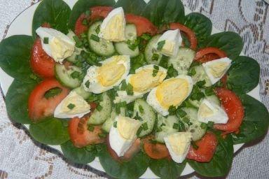 Sałatka za szpinakiem i jajkiem