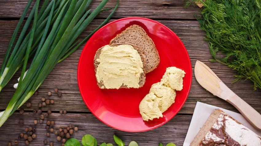 FIT PRZEKĄSKA: Hummus z bobu na ostro