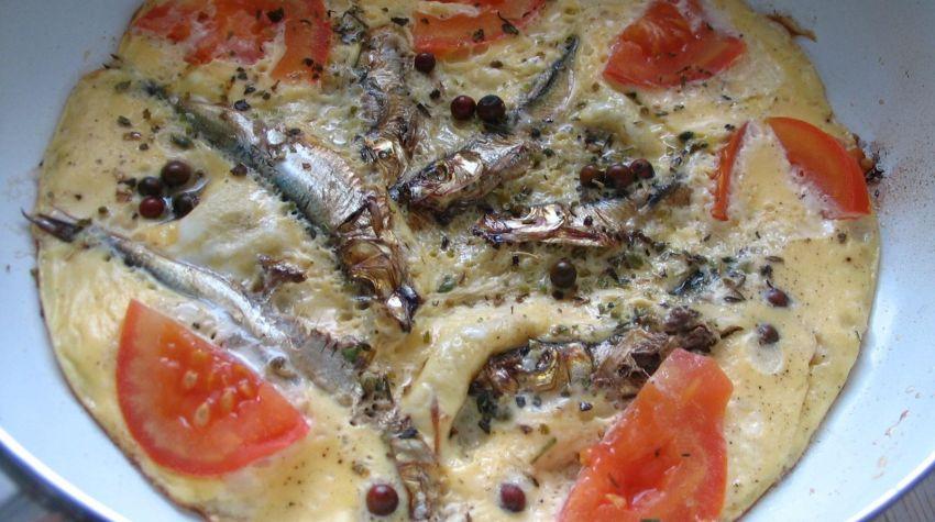 Omlet ze szprotkami i czerwonym pieprzem
