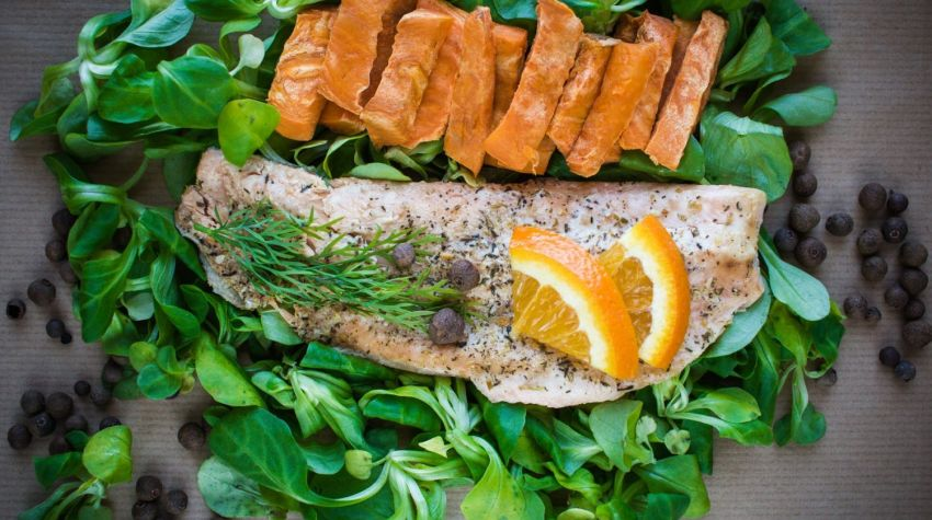 FIT OBIAD: Pstrąg z masłem ziołowo-cytrynowym i batatem