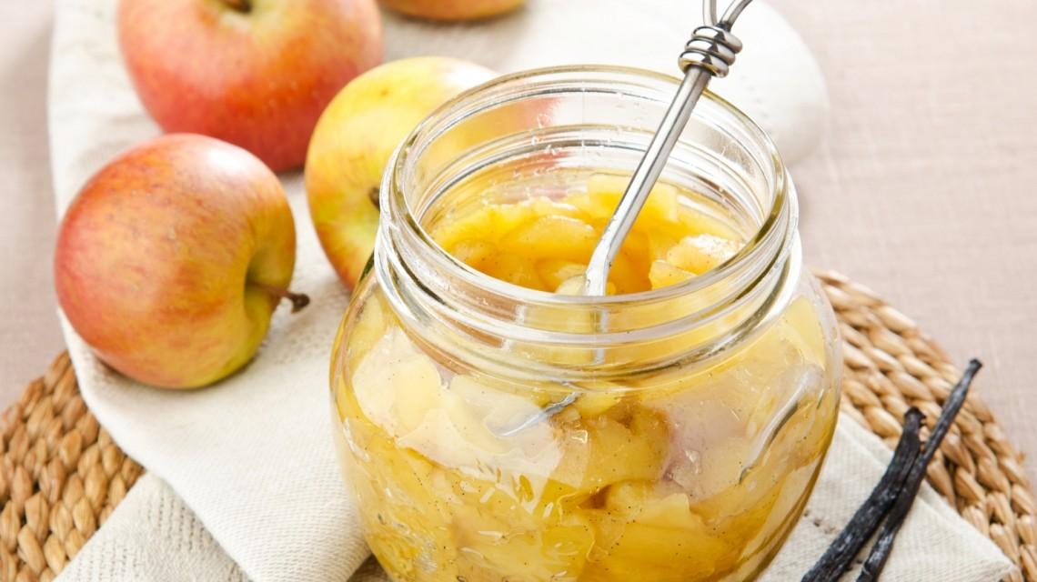 Przetwory z jabłek do szarlotki: cząstki jabłek w słoiku