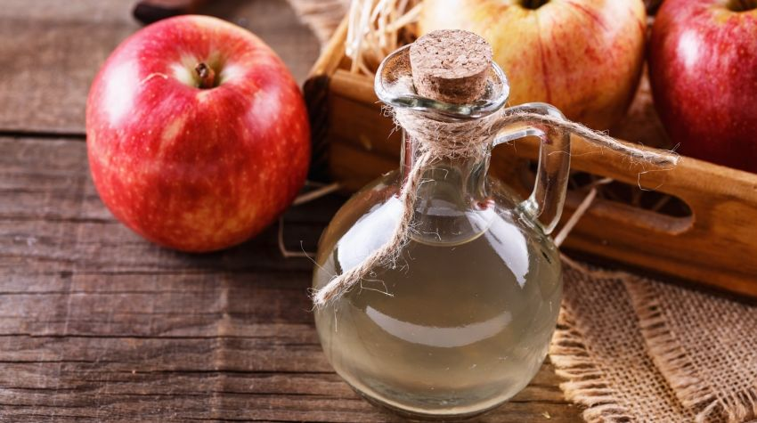 Przetwory z jabłek: domowy ocet jabłkowy