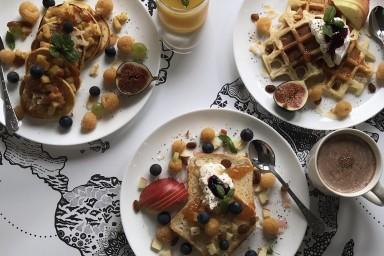 Śniadania regionalne: francuskie tosty, amerykańskie pancakes i belgijskie gofry.
