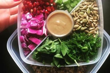 Kasza gryczana z warzywami i sosem figowym