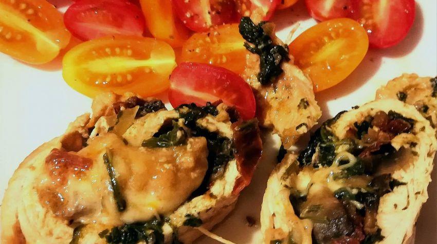 Roladka drobiowa ze szpinakiem i suszonymi pomidorami