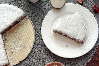 Ciasto czekoladowe na kokosowympewno spodzie