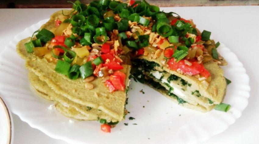 Tort naleśnikowy z owocami morza