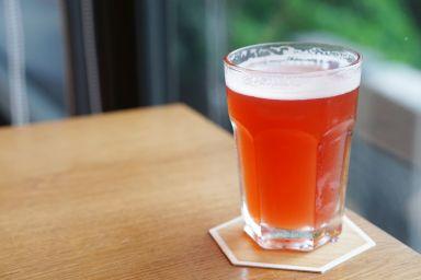 Grzane piwo z miodem i malinami