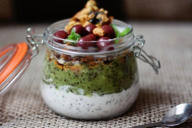 Pudding chia z kiwi i granolą