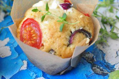 wytrawne muffiny z pomidorami i fetą
