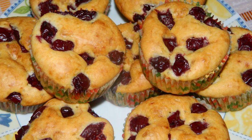 Waniliowe muffinki z wiśniami