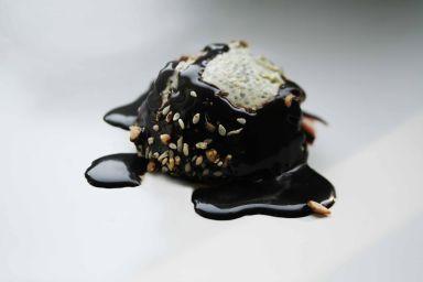Pudding chia na bazie poppingu jaglanego z wytrawną polewą czekoladową