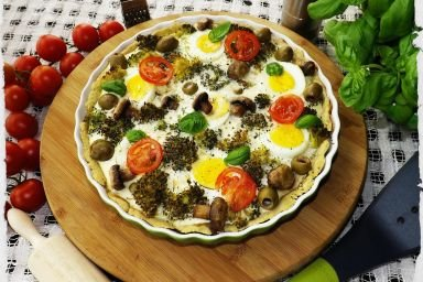 Tarta koperkowa z jajkami i brokułami