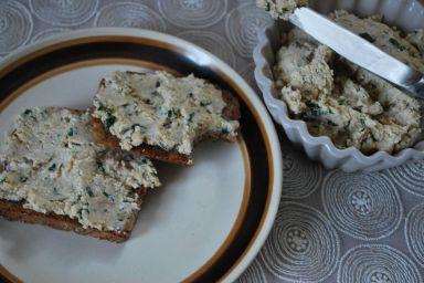 Jajeczna pasta śniadaniowa z makrelą