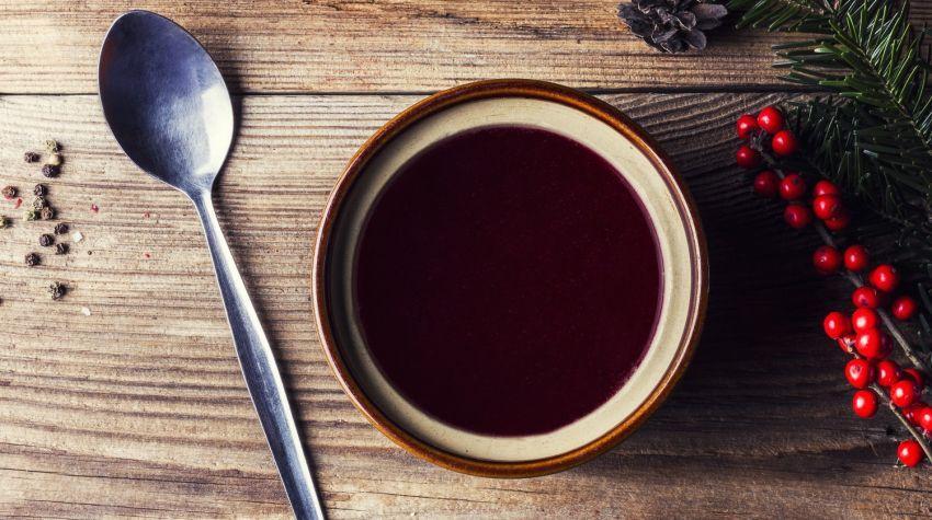 Świąteczne przepisy: wigilijny barszcz czerwony z suszonymi grzybami