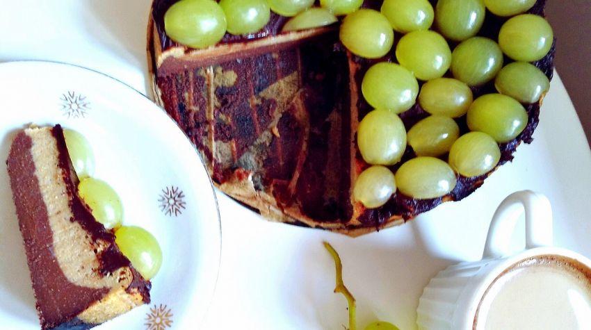Jagielnik czekoladowo-waniliowy z winogronami