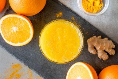Koktajl pomarańczowy z imbirem i kurkumą