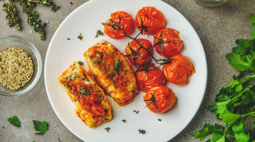 Filet z dorsza w pomidorach
