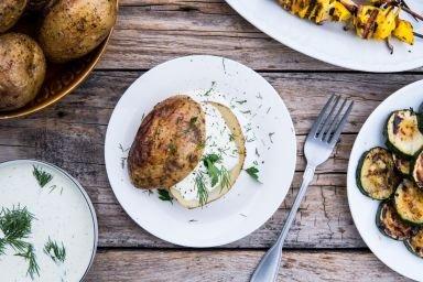 Ziemniaki z grilla z sosem ranczerskim
