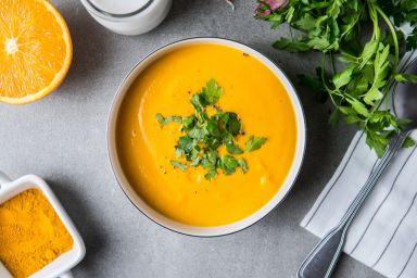 Złota zupa marchwiowa na mleku kokosowym