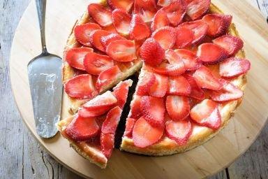 Ciasto z truskawkami, jogurtem naturalnym i wanilią