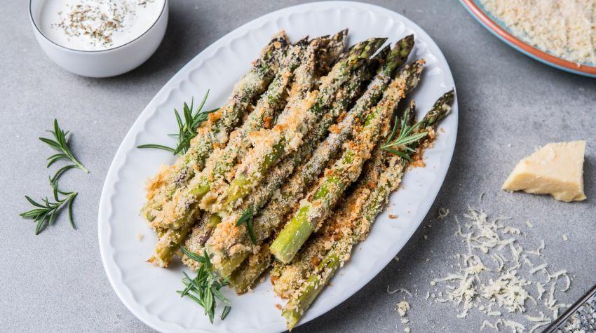 Szparagi pieczone w panierce parmezanowej