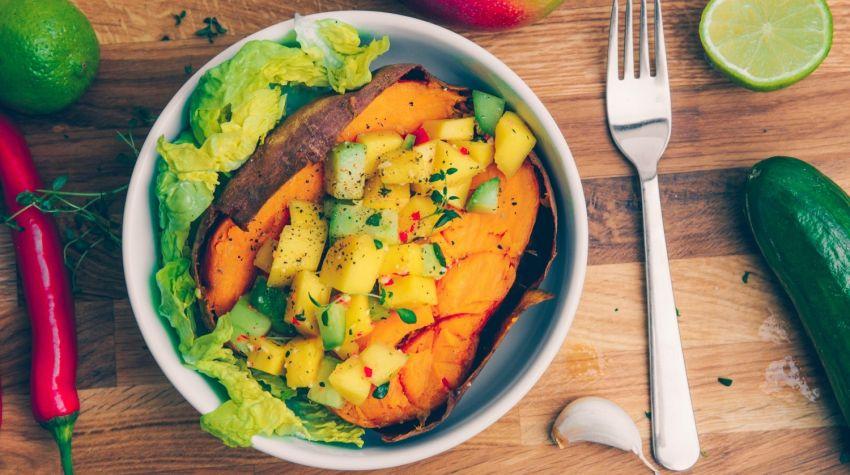 Salsa z mango i ogórka