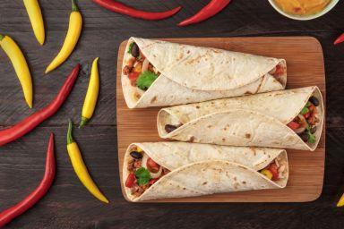 Tortilla z warzywami i kurczakiem po meksykańsku