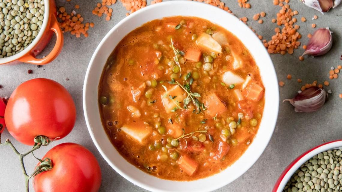 Szybka zupa z zielonej i czerwonej soczewicy