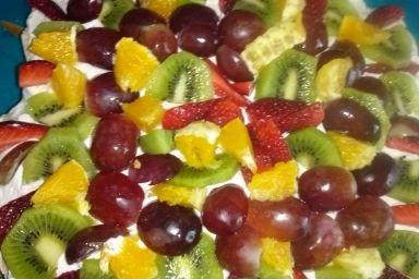 Owocowy tort bezowy