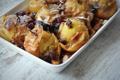Jabłka pieczone z żurawiną,figami,śliwką i migdałami
