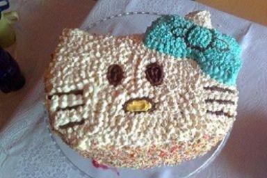 Ciasto śmietanowe w kształcie kota.