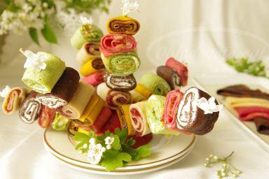 Kolorowe naleśnikowe szaszłyki
