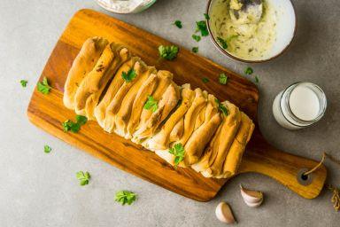 Rwany chlebek czosnkowy