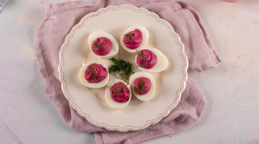 Jajka faszerowane burakami i chrzanem