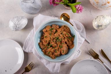 Polędwiczki z suszonymi pomidorami i sosem śmietanowym