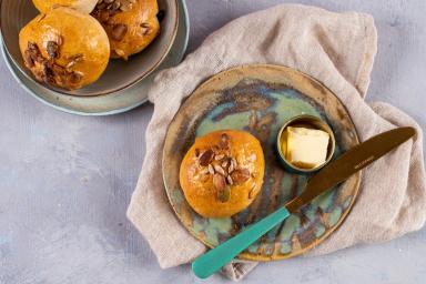Bułki śniadaniowe na zakwasie z ziarnami