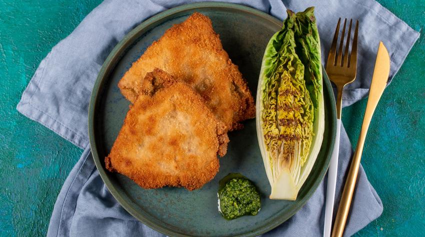 Kotlet szwajcarski z serem i pesto jarmużowym