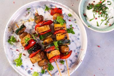 Wegańskie szaszłyki z tofu i warzyw