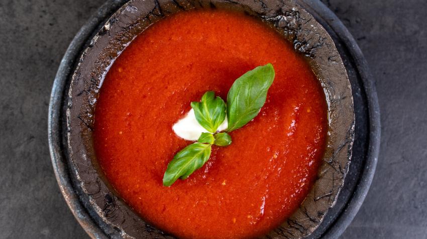 Zupa ze świeżych pomidorów