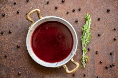Sos do steków z czerwonego wina
