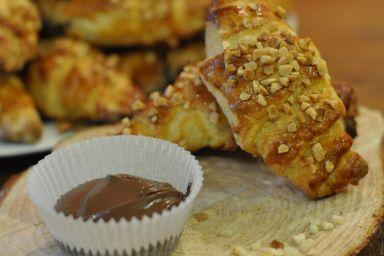 Drożdżowe rogaliki z kremem czekoladowym