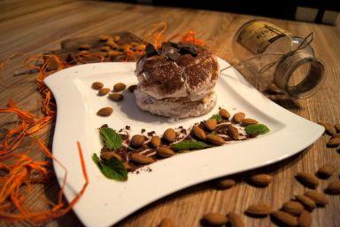 Kakaowa beza z nadzieniem migdałowo-czekoladowym